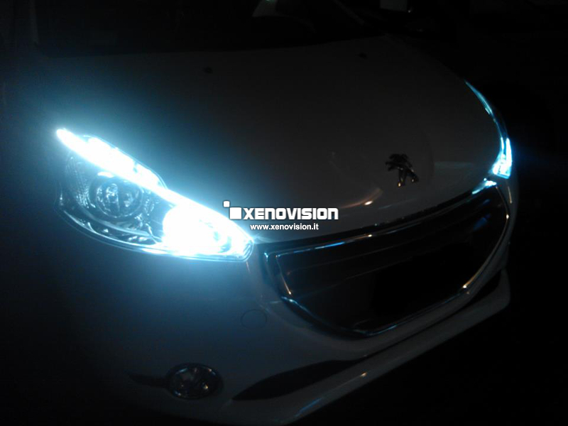 Kit Xenon Peugeot 208 - 2012 in poi Lenticolare - Xenon 35W - in tinta con i led